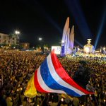 RT @RichardBarrow: Beautiful photo of candlelight ceremony at Democracy Monument https://t.co/Q3QpzG91A2 http://t.co/PAbWuK06JF #ทรงพระเจริญ #Bangkok