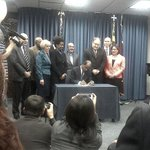 Leggett signs minimum wage bill into law. http://t.co/AdBgR6yATz