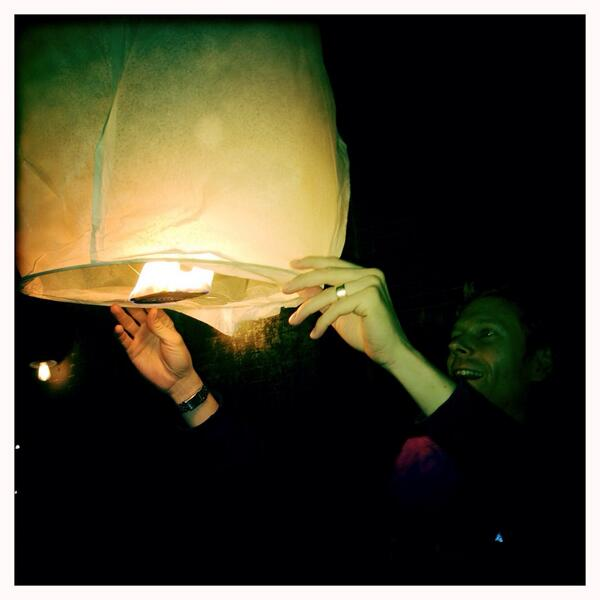 Outside Madiba restaurant in Brooklyn where dozens of lanterns r being released into the sky in memory of #Mandela http://t.co/BgyyUelqDL
