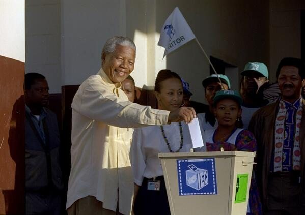 .@AP Photo: Nelson Mandela casts his vote during South Africa's 1994 election http://t.co/qNIf3I4gr6 (@Walldo)