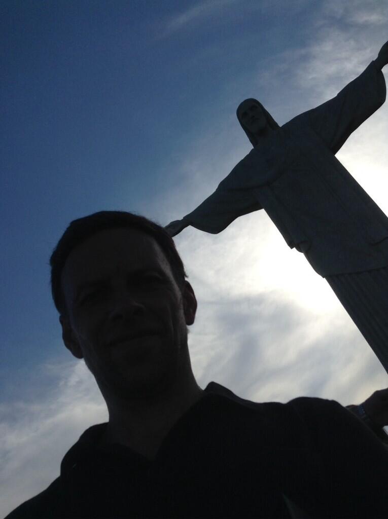 'La mano de Dios' Cristo Redentor Río De Janeiro. Descanse en paz #Nelson Mandela. Líder y ser antes que político. http://t.co/iGL0nXqXor