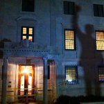 TV lights cast Mandelas shadow from statue onto South African embassy, DC (@HemlockMartinis) http://t.co/thVrl4K4MN http://t.co/f877oh8AAH