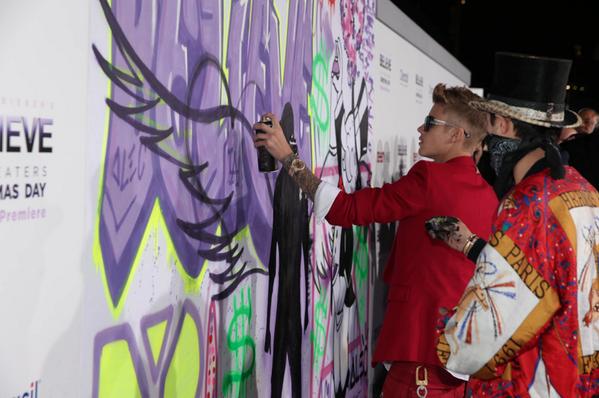 RT @BelieveMovie: .@justinbieber & @alecmonopoly tagging the Purple Carpet! #BelievePremiere http://t.co/BmMvfhJ5hq