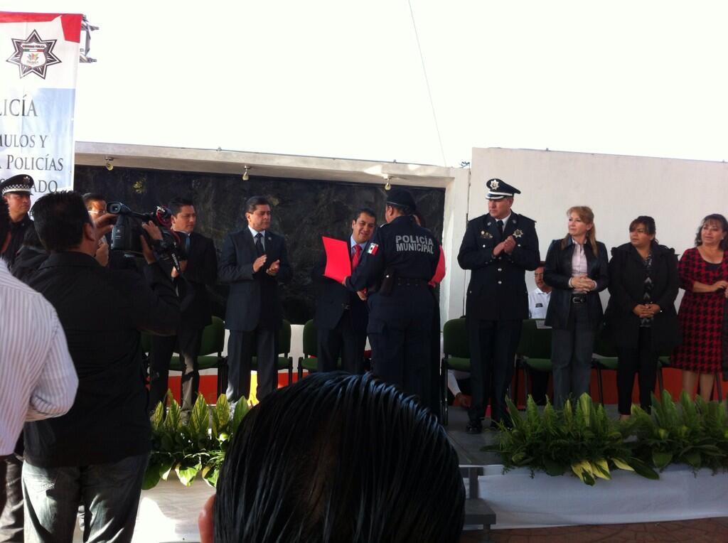 Reconocimiento a todos los policías de @Pachuca_ en su día encabeza @EleazarGarcia_ @RafaelHdzG Felicidades http://t.co/No0i7E7BOj