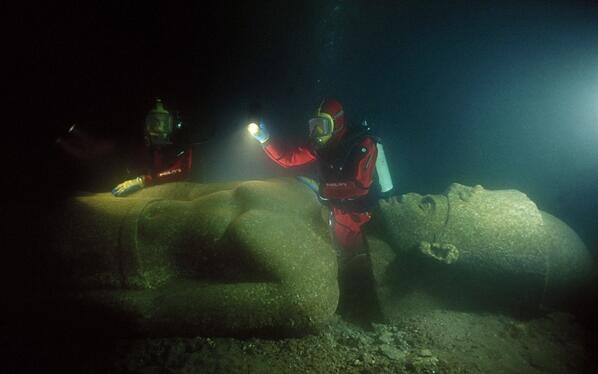 An Ancient City Is Discovered Underwater. What They Found Will Change History Forever. http://t.co/PKOMMUYSPO http://t.co/v4CTsStd19