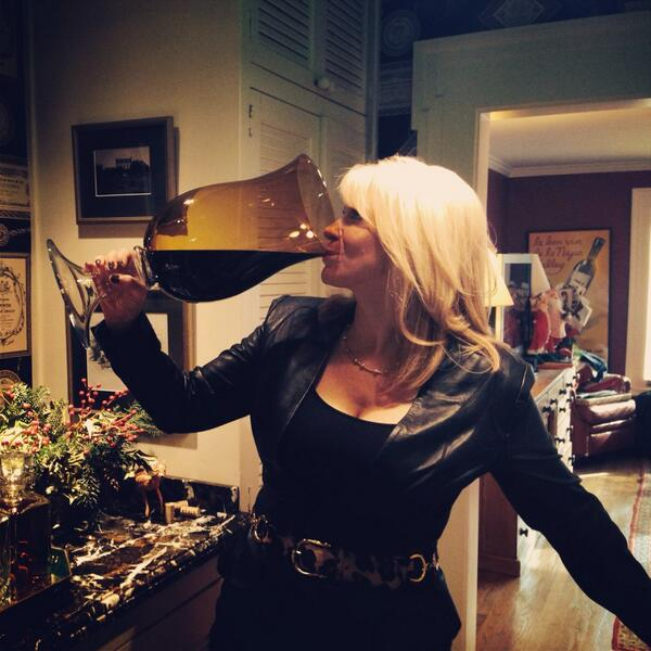 Go big or go home! BIG glass sippin-shooting #wine tips 4 new season of @CougarTownTBS @winesisterhood @dryncwine http://t.co/y4ThEhKY5P
