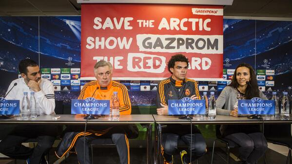 RT @ESPNFC: PHOTO: Real Madrid boss Carlo Ancelotti's prematch news conference was overshadowed by a Greenpeace publicity stunt. http://t.co/dUYss1NaD9