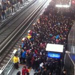 RT @ThatsOnline: This is what it looks like when a Beijing subway train is delayed http://t.co/ZHlPwf9RjF http://t.co/rm9FKkrZXP