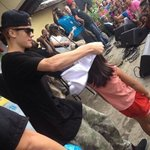 JUSTIN BIEBER GIVING AWAY T-SHIRTS FOR THE CHILDREN IN TACLOBAN <3 #MaramingSalamatBieber #GiveBackPhilippines http://t.co/yxdkyn8sYB