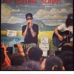 JUSTIN BIEBER DOING A FREE SHOW IN TACLOBAN BLESS HIM OH LORD. cto~ #MaramingSalamatBieber #GiveBackPhilippines http://t.co/92x8nQFXkR