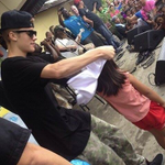 Singer @justinbieber, currently in Tacloban, gave t-shirts to children devastated by Yolanda |via @mjmarfori @PIA_NCR http://t.co/lGAMDnLZJ4