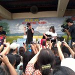 Justin Bieber entertains evacuees at Tacloban City Central School (via Geron Ponferada, @abscbn Tacloban) #yolandaPH http://t.co/ynsqWGnqDR