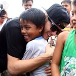 RT @kimpoyfeliciano: This guy deserves so much respect! :) #inspiration #MaramingSalamatBieber @justinbieber :D ???? http://t.co/krw7F73pt8