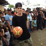 RT @gmanews: Justin Bieber in Tacloban, playing basketball with #YolandaPH survivors http://t.co/Yy9aUEgbbY | #MaramingSalamatBieber via @claire_delfin