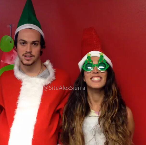 Alex e Sierra em tema natalino! #3 http://t.co/kzVV8ARbFL