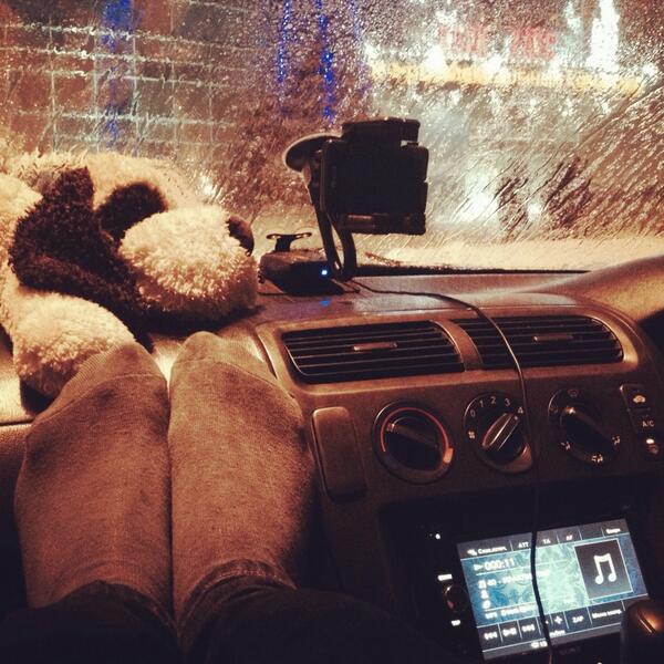 Фото ног в машине