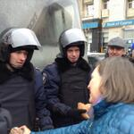 RT @RT_com: PHOTO: USs Nuland offers bread to police in #Ukraine http://t.co/0zgw3FWCcZ http://t.co/RVi5ShrU0t #Kiev