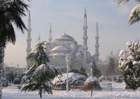 Altro che partita. Godetevi #Istanbul sotto la neve. http://t.co/5qdbwJXsQB