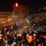 Dramatic footage of riot police moving in on protest camp in Ukraine's capital Kiev http://t.co/mXHjzU1I8J