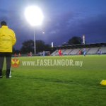 Its 9pm, its freezing cold but Afiqs second made it 3-0 for Selangor! http://t.co/IwsXIYIYf6