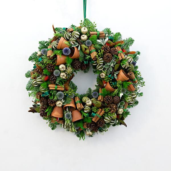 In pictures: the very best Christmas wreaths, with wreaths from @HayfordRhodes, @realwildatheart + @moysesstevens http://t.co/difVnd7ngM