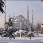 MT @tomgara The Blue Mosque (Sultan Ahmet Camii) in Istanbul amidst the snow. http://t.co/apVLWoJGw5 (via @IslamicInstinct)