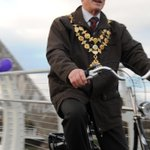 The Mayor of Hereford, Councillor Phil Edwards, Cycling over the Greenway Bridge at the opening. @HfdCityCouncil http://t.co/RiWIgXnTmd