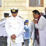 President Rajapaksa paid his last respects to the remains of the former South African President late Nelson #Mandela http://t.co/vVAvJ4KnAh
