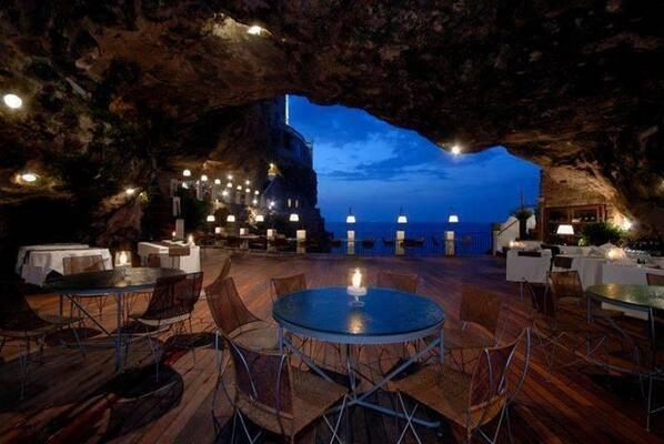 The Seaside Restaurant Inside a Cave in Italy. Most romantic place in the world to have dinner http://t.co/qRAXwBddS0