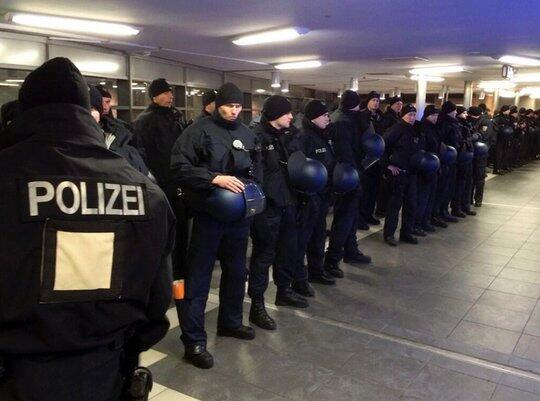 RT @UltrasLifestyIe: They are ready for their match. #ACAB #againstmodernfootball #S04FCB http://t.co/RtUp1mWhV4