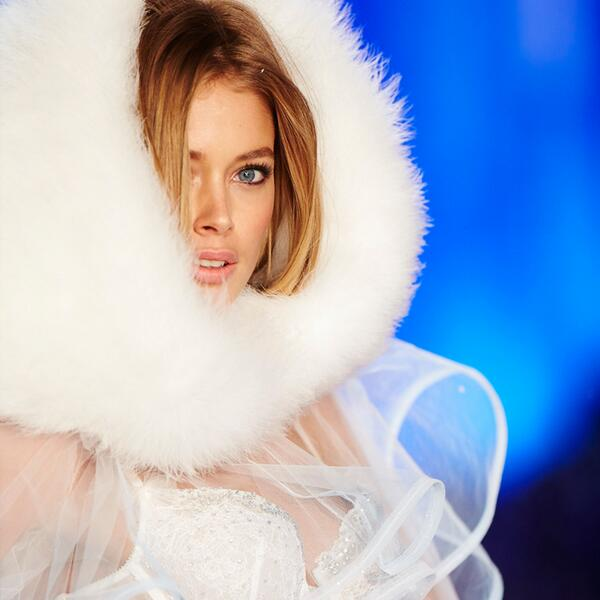 .@Doutzen in #SnowAngels makes us SO ready for winter. #VSFashionShow http://t.co/3Hrb6RK2rG