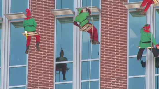 Elves hung from @LeBonheurChild's roof today washing windows & waving hello to kids. More: http://t.co/QfybsvGeQE http://t.co/zbNwpNUXu1