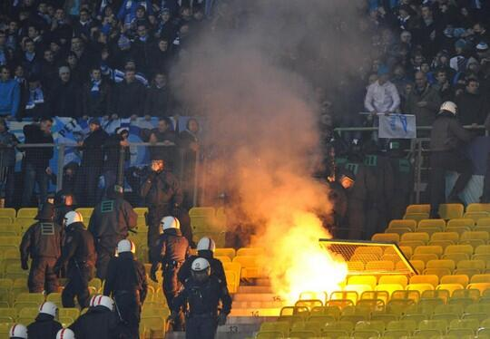 BbRrS7JCQAAkHQo Zenit ultras threw flares on Austria Vienna fans, fought riot police & caused stadium damage [Videos & Pictures]