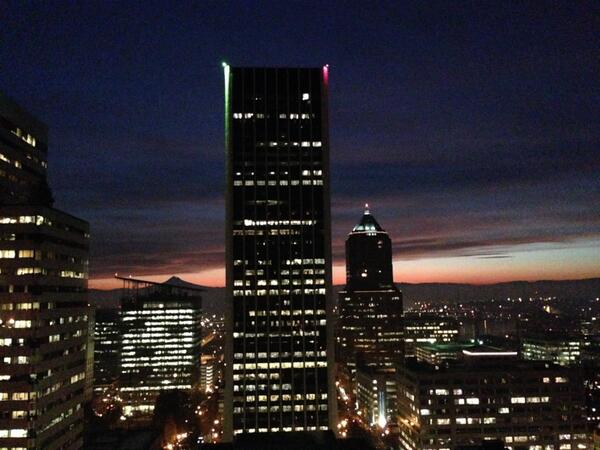 Another ridiculous sunrise in Portland this morning! #pdx http://t.co/sA9MxLmDBs