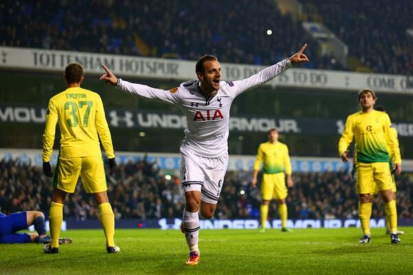 Before tonight, Roberto Soldado had failed to score from open play at White Hart Lane. Now he's on a hat-trick #buses http://t.co/LRUquDDJM7