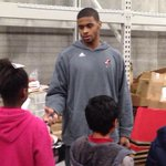 Chane Behanan and the entire UofL basketball team taking kids on a Christmas shopping spree at Meijer. http://t.co/6JCcnYSKFE