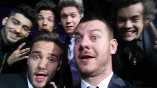 Tiè! Regalo per tutte le directioners!!! Selfie  @onedirection  #xf7 gran finale! http://t.co/HupmwJnGGi