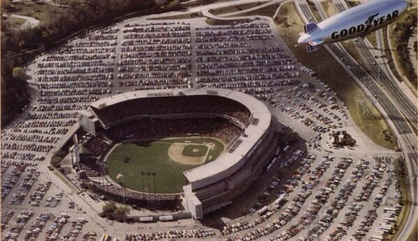An aerial view of Milwaukee County Stadium during the 1982 World Series between the #Brewers and #Cardinals. http://t.co/7LCMPnlajU