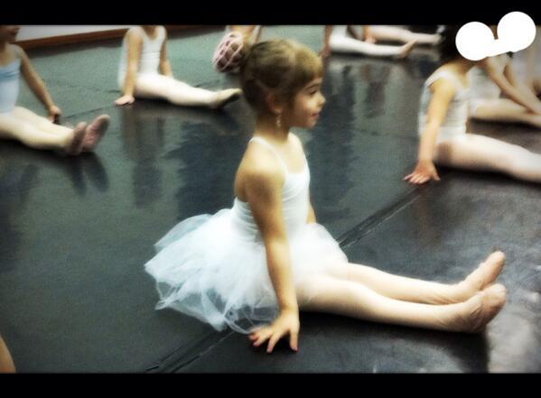 No sólo camina,sino que baila!Ánimo a los que un día les dijeron q sus hijos no caminarían.Felices sueños cumplidos http://t.co/Kh6espKBlp