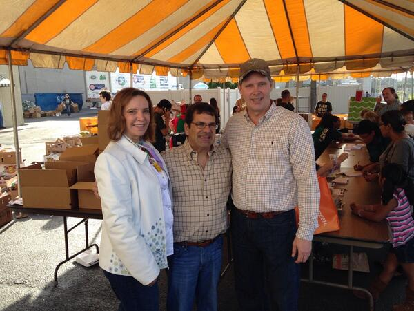 RT @WiltonSimpson: Dade City @FarmShareFL event with founder Patricia Robbins and @RepGusBilirakis. #sayfie #PascoProud http://t.co/DfC42qL8zh
