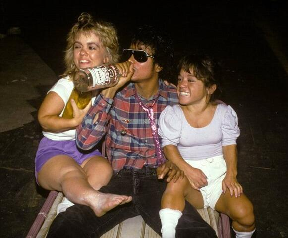 There are a few unusual photos of Michael Jackson, this is one of the most strange. http://t.co/SA8UknxQNU
