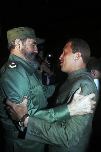 #FOTO Nicolás Maduro, recordó el primer encuentro entre los líderes Fidel Castro y Hugo Chávez #Cuba #Venezuela http://t.co/Wlt1CMdS3h
