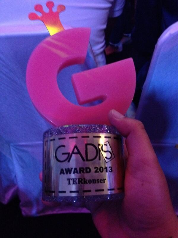 congrats to @bigdaddyid untuk Kategori TERKONSER - Gadis Award 2013 @GADISmagz http://t.co/8ktjONGZa0
