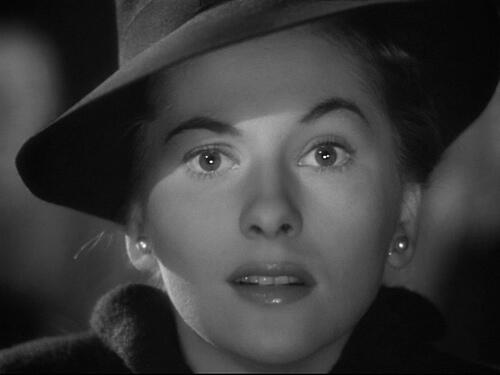 Y hoy nos ha dejado Joan Fontaine. Grande y mito de los años 40-50. Gracias D.E.P. http://t.co/c1jGpL5vRu