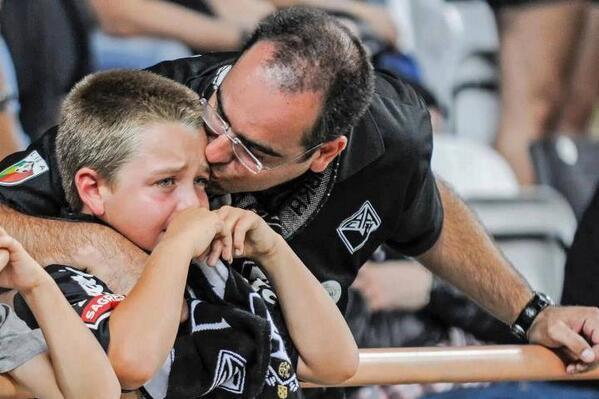 Llorar por el fútbol es amor verdadero... http://t.co/PqNhZTpiG5