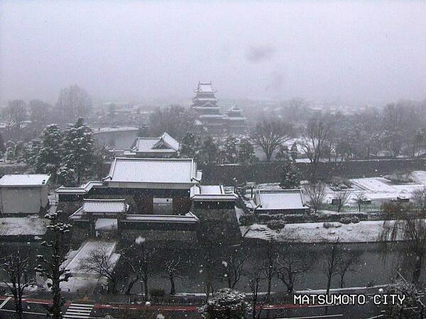本日19日午前8時12分の松本城 #matsumoto http://t.co/HHD2OdP0sl