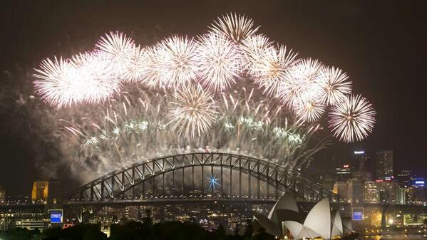 Yahoo News (@YahooNews): Fireworks explode over Sydney Harbour at midnight January 1, 2014. (Reuters/Jason Reed) http://t.co/nsSiULVr21
