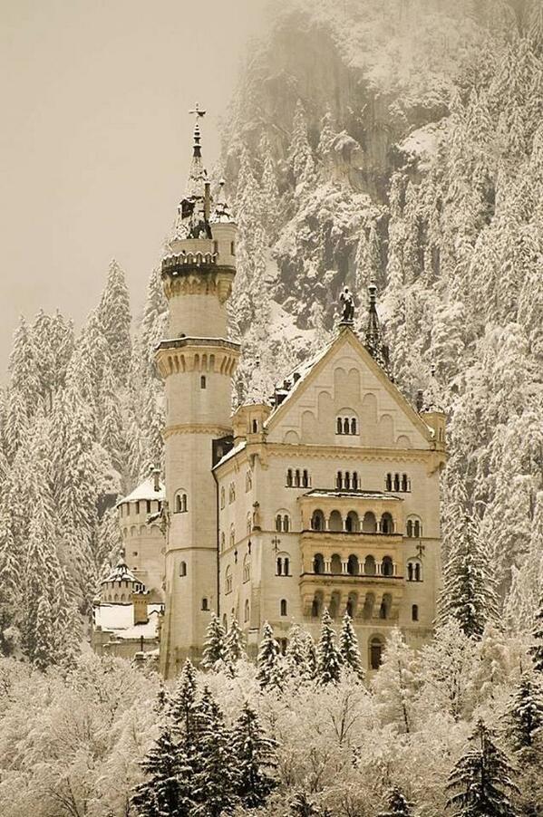 Neuschwanstein Castle, Hohenschwangau, Bavaria, Germany! http://t.co/Fl8YxHI92A | rt @SuzanneLepage1