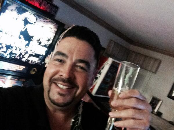 Happy New year to all my familia and all of my amigos , may you have an awesome 2014 http://t.co/gcgMbso6UZ