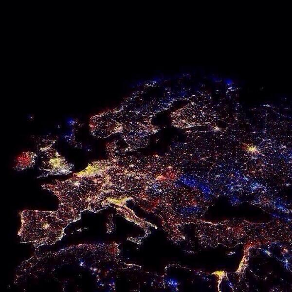 Oh wow: Europe at 12'o clock last night.. Happy New Year! RT @DialAFlight @juliehandx http://t.co/l0KGHeGvRq